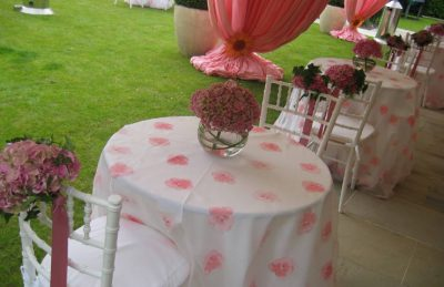 girl communion decor in white and pink colours